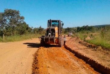 Administração Municipal realiza melhorias nas estradas vicinais