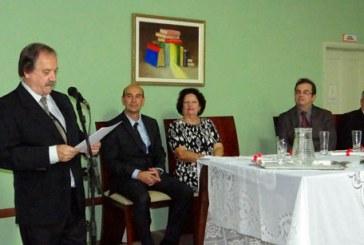 Tarcisio Cardoso é empossado como presidente da Academia Araxaense de Letras