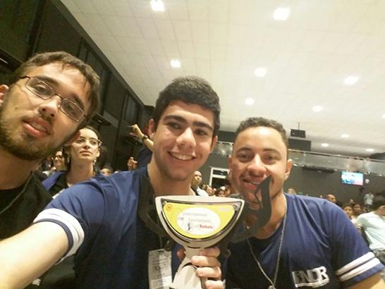 Alunos do Cefet-MG Unidade de Araxá conquistam primeiro lugar no Torneio Internacional de Robótica