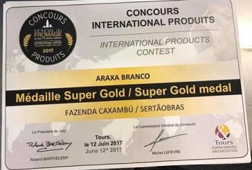 Produtora do Queijo Araxá Branco recebe prêmio Super Ouro na França