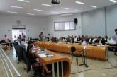 Sete vereadores votam contra o veto do prefeito ao projeto sobre limpeza de terrenos