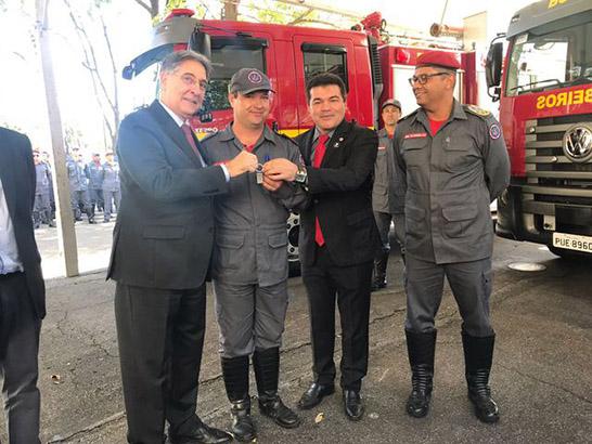 Araxá recebe novo caminhão de combate a incendios para o Corpo de Bombeiros
