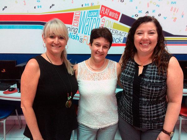 Diretora de Cambridge English para Américas visita Cultura Inglesa Araxá com a diretora da instituição no Brasil