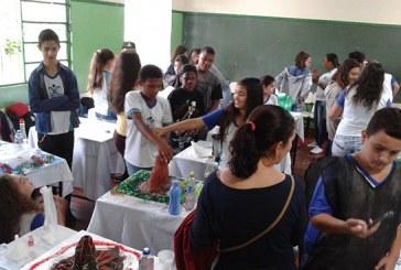 Feira de Ciências da Escola Estadual Maria de Magalhães promove integração de alunos e professores
