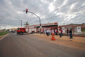 Semáforo de segurança já está em funcionamento, em frente ao Corpo de Bombeiros