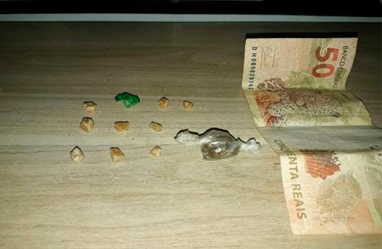 Jovem é preso com drogas no Francisco Duarte