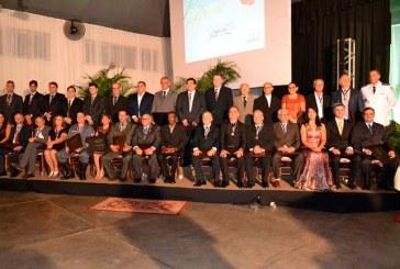 Câmara Municipal homenageia 33 personalidades em Reunião Solene