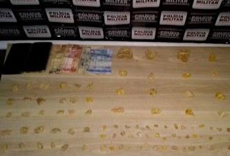 PM prende suspeitos de tráfico e apreende crack que seria vendido em Araxá