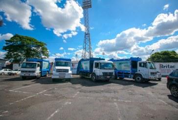 Prefeitura contrata mais quatro caminhões para coleta de lixo