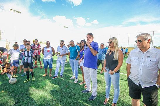 Centro Esportivo Educacional Pedro Bispo lotado na abertura do 1° Campeonato de Futebol Society 1