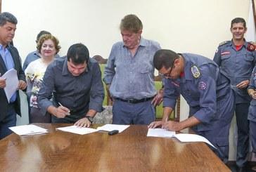 Prefeitura assina documento para elevação do Corpo de Bombeiros à Companhia