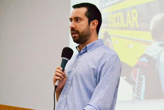 Raphael Rios requer informações sobre o transporte escolar