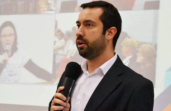 Raphael Rios apresenta projeto de lei que garante uso do nome afetivo para crianças e adolescentes em processo de adoção