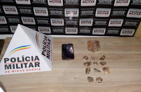 PM prende jovem com droga no bairro Pedra Azul