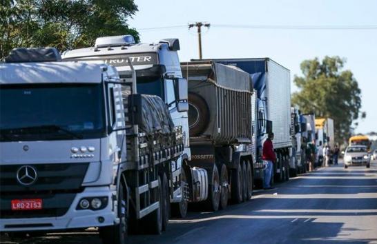 Governo cede e aguarda fim da paralisação dos caminhoneiros