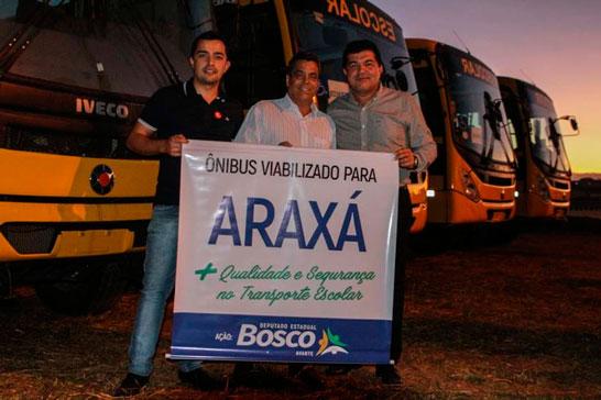 Deputado Estadual Bosco participa de solenidade de entrega de ônibus escolares