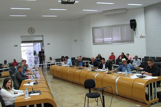 Vereadores debatem a saúde e os serviços urbanos durante reunião da Câmara