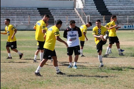 Araxá Esporte enfrenta Crac em dois amistosos de preparação para a Segundona do Mineiro