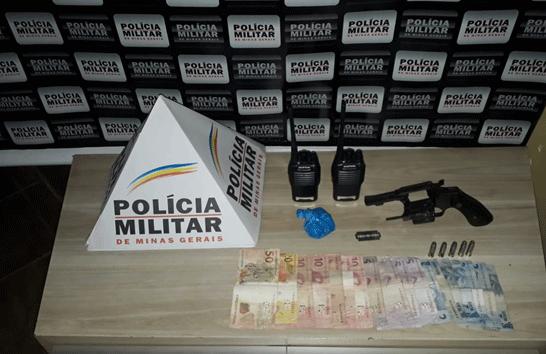PM apreende arma e prende duas pessoas no Tiradentes