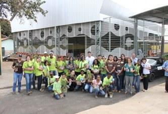 Secretarias de Governo e de Ação e Promoção Social distribuem mudas de plantas