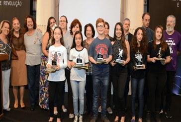 Fliaraxá agracia vencedores do Prêmio de Redação Maria Amália Dumont