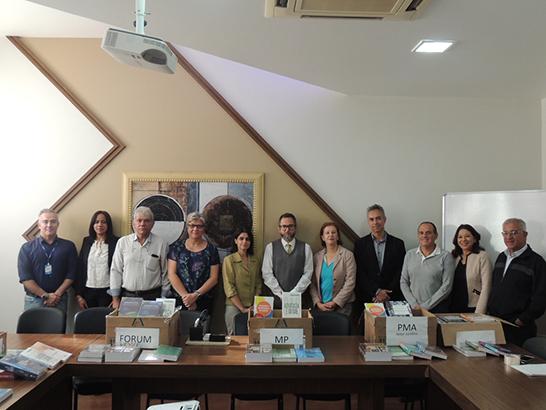 Uniaraxá doa livros para instituições de Araxá