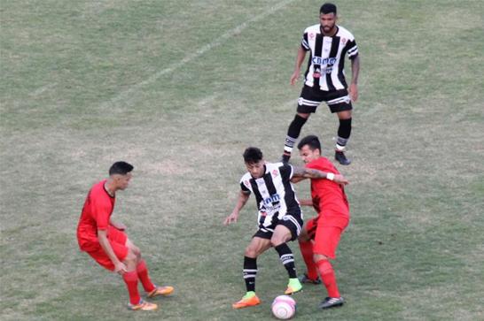 Araxá goleia Passos na estreia e lidera Segundona do Mineiro; Bruno Aquino marca três