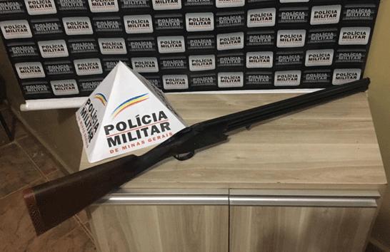 Homem é preso após ameaçar mulher e seus filhos com arma calibre 12