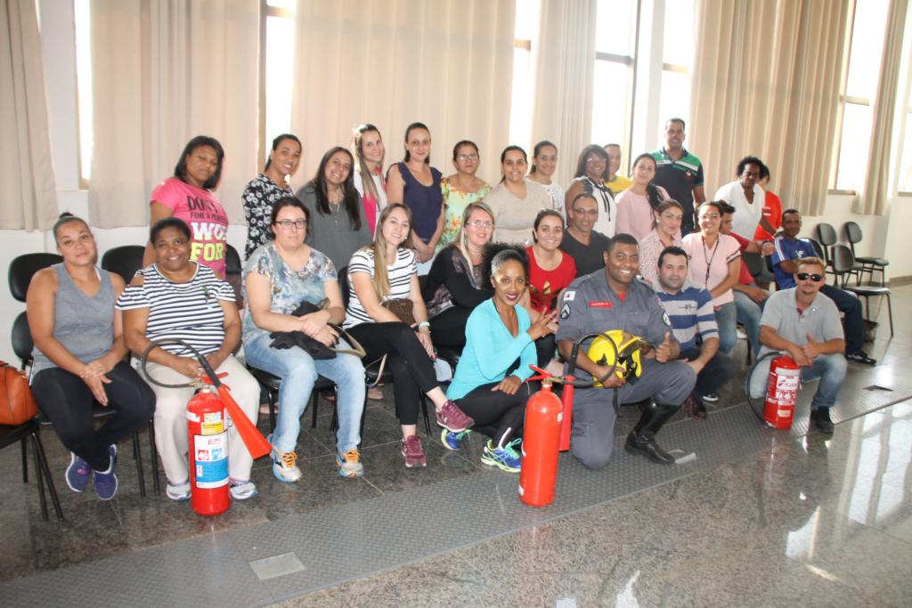 Colaboradores da UPA recebem treinamento sobre combate a incêndios