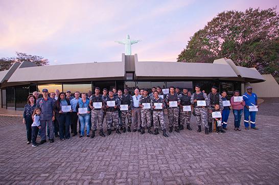 Vigilantes e funcionários do Parque do Cristo recebem certificados de curso de primeiros socorros