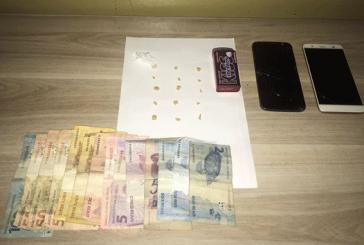PM prende três pessoas com crack no Tiradentes