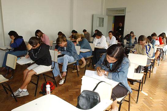 Atenção estudantes: contratos com Fies devem ser renovados até o dia 23