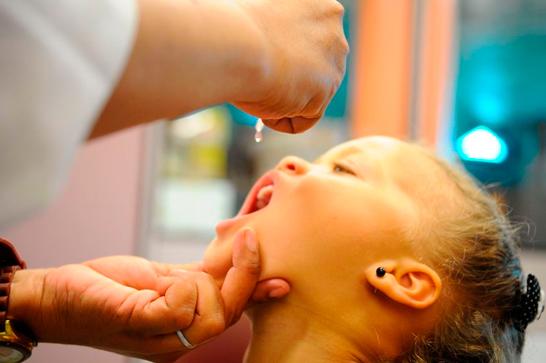 Araxá atinge 50% da meta de vacinação contra a paralisia infantil e sarampo