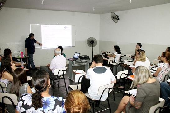 Colaboradores do Cerest participam de capacitação sobre saúde do trabalhador