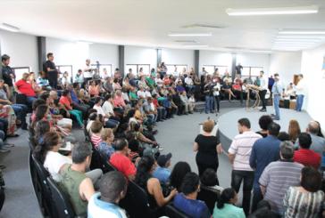 Mais de 100 famílias famílias recebem escrituras de suas casas
