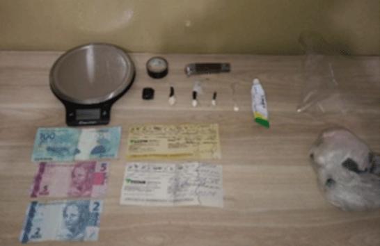 PM prende suspeito de tráfico de drogas no bairro Mangueiras