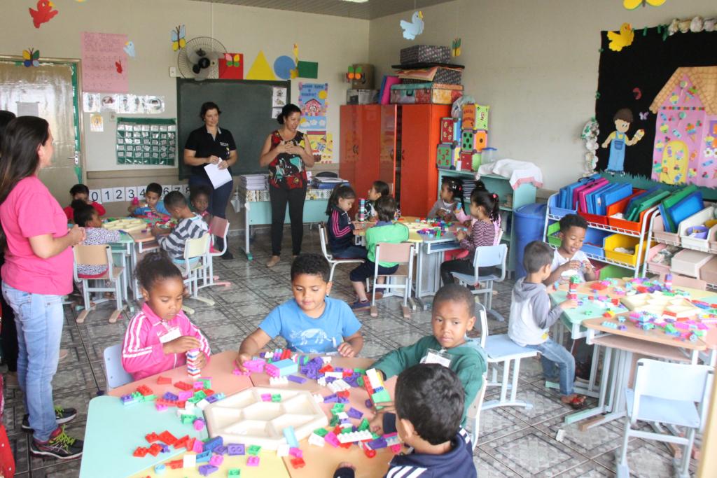 Primeiro dia de aula dos ex-alunos do Centro Educacional Vovó Sérgia nas escolas municipais