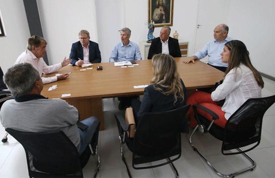 Prefeito Aracely de Paula recebe visita de cônsul holandês