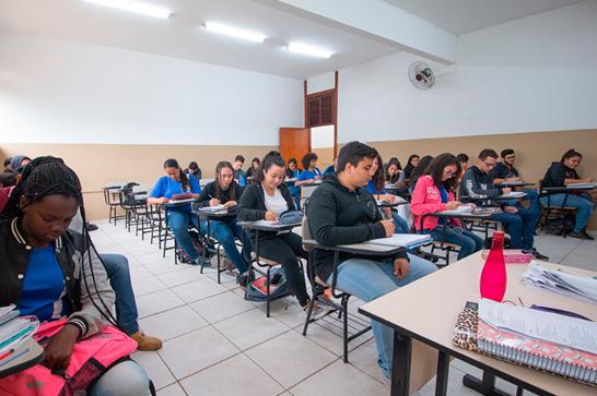 Escola Dom José Gaspar recebe novo mobiliário