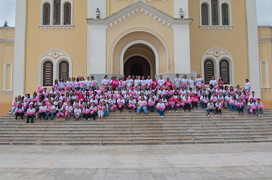 Caminhada encerra campanha Outubro Rosa em Araxá