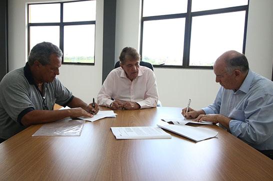 Prefeitura assina convênio para conclusão do recapeamento da avenida Dâmaso Drummond