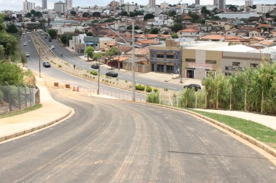 Obras da avenida do Parque do Cristo e da praça da Vila Silvéria estão em fase final 5