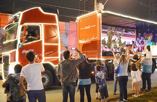 Caravana da Coca-Cola passa nesta terça