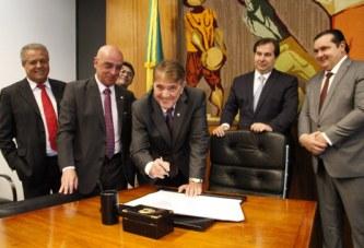 Prefeito Aracely assina convênio de R$ 45 milhões para obras de mobilidade urbana em Araxá
