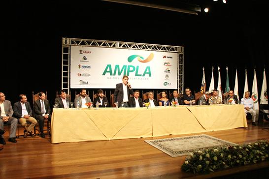 Cerimônia de posse da nova mesa diretora da Ampla no Teatro Municipal