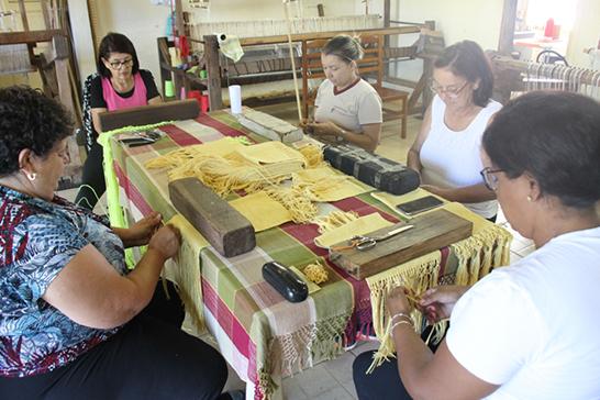 Roupas de praia, nova opção do setor de artesanato na FCCB