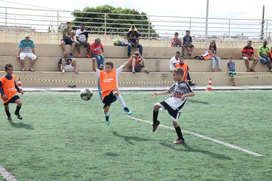 Escolinhas de futebol do Centro Esportivo Educacional Pedro Bispo recomeçam dia 2