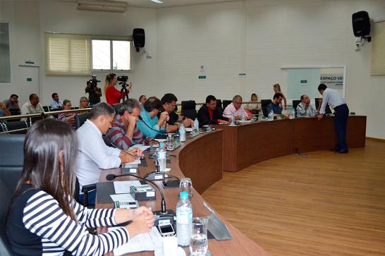 Primeira reunião da Câmara Municipal de Araxá em 2019 marca posse de novo vereador, retorno de titular e define comissões