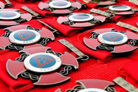 Governador planeja economizar com corte de medalhas