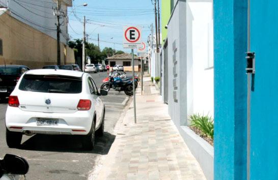Prefeitura orienta proprietário a cuidar e manter as calçadas em condições de uso